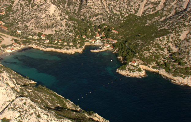 zoom out calanque de sormiou