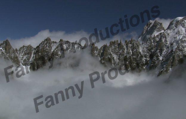 Sommets dans les nuages 2
